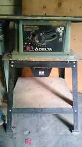 Delta table saw and dust collector