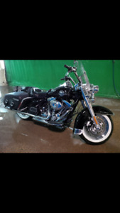Like New 2009 Harley Touring Road King Classic