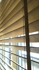 2 Stores en bois / wooden blinds