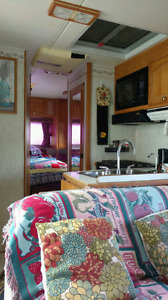 30 FT LONG Ford Motorhome $7000.00