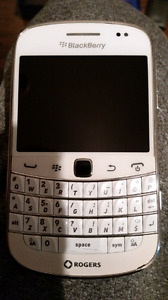 Blackberry Bold 9900 With Accessories Unlocked Works Great