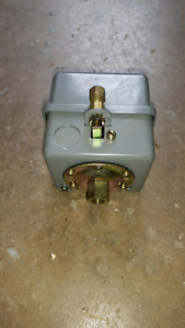 Pressure Switch with Head Dump