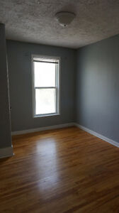Attn: Queens Students - Great downtown location! Kingston Kingston Area image 3