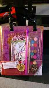 BRAND NEW EVER AFTER HIGH ARTIST TOTE!!