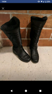 Tall winter boots size 7. Reduced!