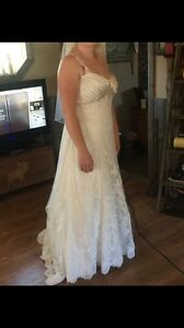 For sale beautiful Alyce wedding gown and vail