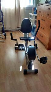 Vélo stationnaire - position assise