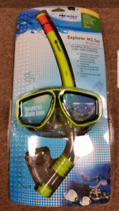 Brand new snorkeling set Tempered glass lenses $45