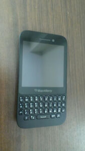 BlackBerry Q5 Koodo/Telus/Public Mobile locked fairly used