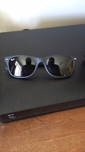 Ray ban new way farer comme neuve