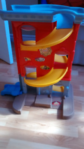 Little tikes firehall car ramp with elevator