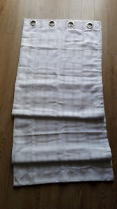 Bath curtain, in white color with jacquarded patterns Kitchener / Waterloo Kitchener Area image 3