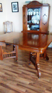 ANTIQUE DINING ROOM SET – EASTLAKE TABLE AND 6 CHAIRS $1300