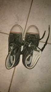 Boys shoes size. 3