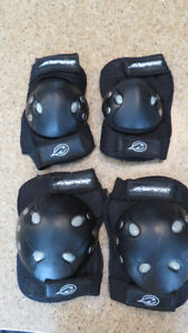knee and elbow pads - small