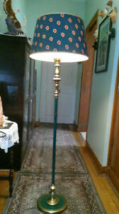VINTAGE SHADE BRASS AND GREEN FLOOR LAMP.
