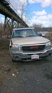 2005 gmc 4x4  parts truck. Asking 1000