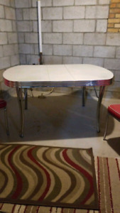 Retro Modern Style  Table with 4 matching chairs