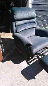 Lazy Boy fully functional recliner 60$