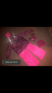 GIRLS SNOWSUIT SIZE 10/12 WITH MATCHING HAT N GLOVES HANOVER ARE