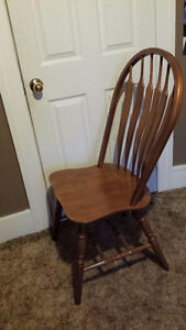 Set of six oak farm-style kitchen chairs in good condition Windsor Region Ontario image 2