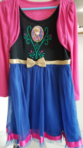 la reine de neige ELSA  robe, pantoufle avec pyjamas