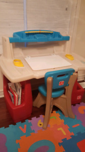"""""""STEP2 DELUXE ART MASTER DESK"""" with chair"""