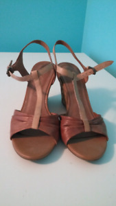 ALDO Only worn once Size 39 Sandal Wedges, New Condition