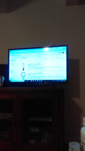 """32"""" 720P SMART LED HDTV W/WIFI - good condition"""