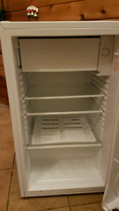 Magic chef 3.6cu ft mini fridge