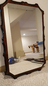 Beautifully Mounted Mirror to Hang on Wall