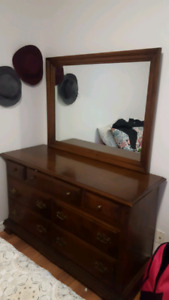 Belle commode style antique