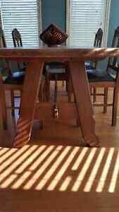 ANTIQUE TABLE AND CHAIRS Edmonton Edmonton Area image 3