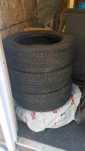 4 pneus d'été 15 pouces Presque Neufs!