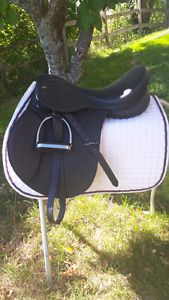 REDUCED!!  16 inch synthetic English saddle