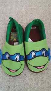 TMNT slippers -size 13 London Ontario image 1