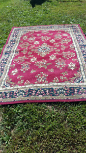 AREA RUG IN EXCELLENT CONDITION;