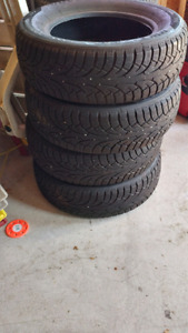 Set of 4 all season tires.. 195/65/15