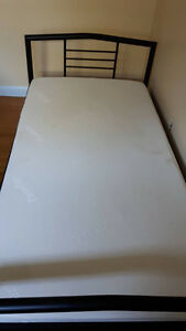Lightly Used Twin Size Memory Foam Bed MUST GO BY FRIDAY Peterborough Peterborough Area image 1