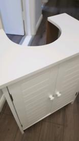 Undersink storage cabinet