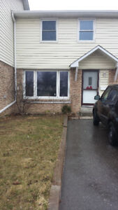 FABULOUS 3 BDRM, 1 BATH APARTMENT, TOWNHOUSE STYLE May 1st