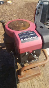 13.5 B&S lawn tractor engine complete for parts only