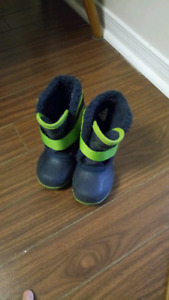 Snow boots for small boy size 8