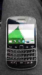 Blackberry Bold 9900 has a touch screen
