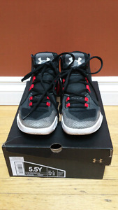 UA basketball shoes 5.5 youth size