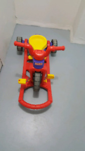 Vélo tricycle Fisher price