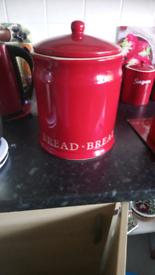 Bread bin red x2