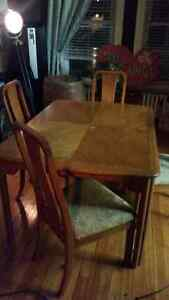 Dining room oak table with 4 chairs Sarnia Sarnia Area image 3