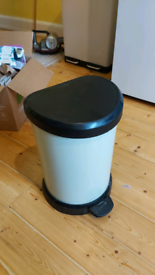 Small Curver kitchen bin, pedal with swing lid