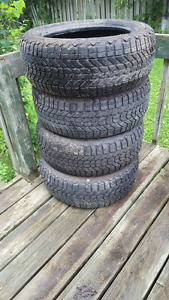 225/55 R17 4 winter tires - pneus d'hiver altima or similar